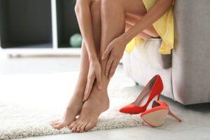 zapatos rojos y pies